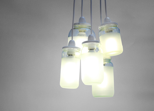 1112 Lustres e luminárias com vidros reutilizados