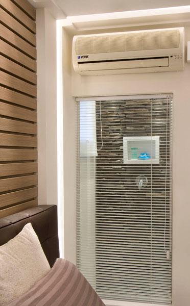 Parede de Vidro Entre o Quarto e o Banheiro Amplitude e aconchego em apartamento de 45 m²