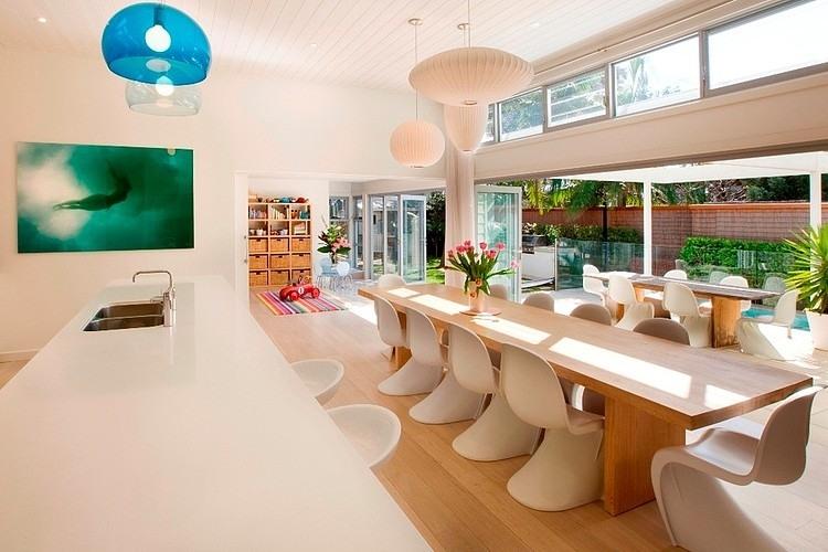 decoracao cozinha de praia:cozinha-com-balcao-ilha-integrada-a-sala-de-jantar-casa-de-praia-em