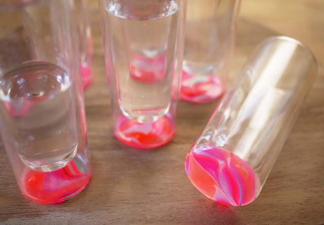 pintar copos de vidro com esmaltes coloridos Pintando copos de vidro com esmaltes coloridos
