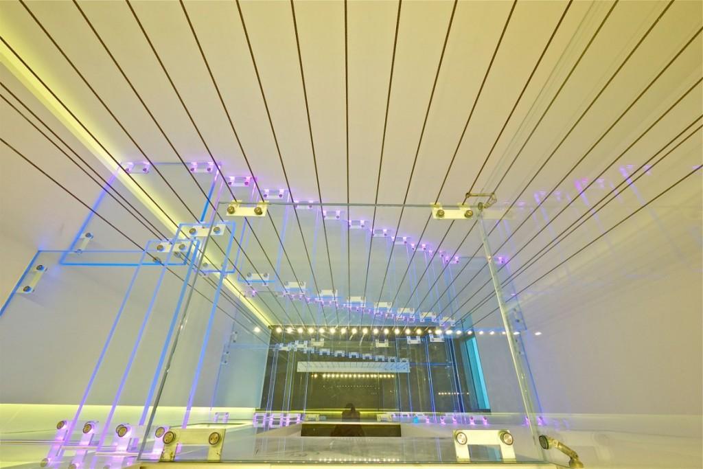 escada-com-degraus-de-vidro-cobertura-triplex-em-tel-aviv-israel