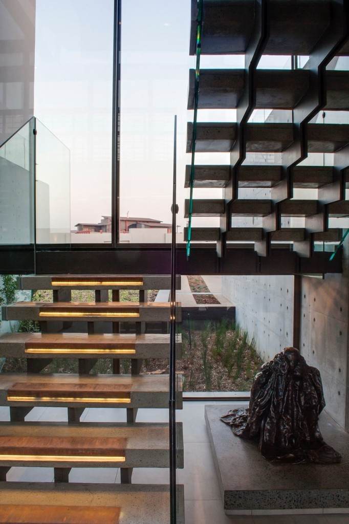 escada-em-vidro-casa-em-pretoria-africa-do-sul